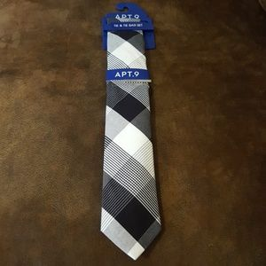 Apt.9 Tie Vlack/White Davis Check with Tie Bar